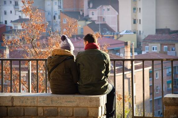 La pareja se ve afectada por la simulación de emociones en el trabajo. / David Fernández.
