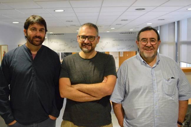 De izquierda a derecha, Josep Sardanyès, Álvaro Corral y Lluís Alsedà.
