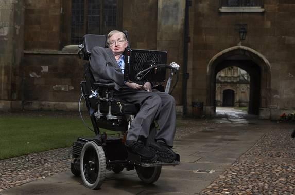 Stephen Hawking en el Gonville & Caius College de Cambridge (Reino Unido)