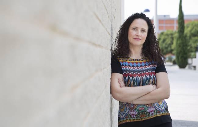 La investigadora de la UJI Irene Comins en el campus universitario de Castellón.