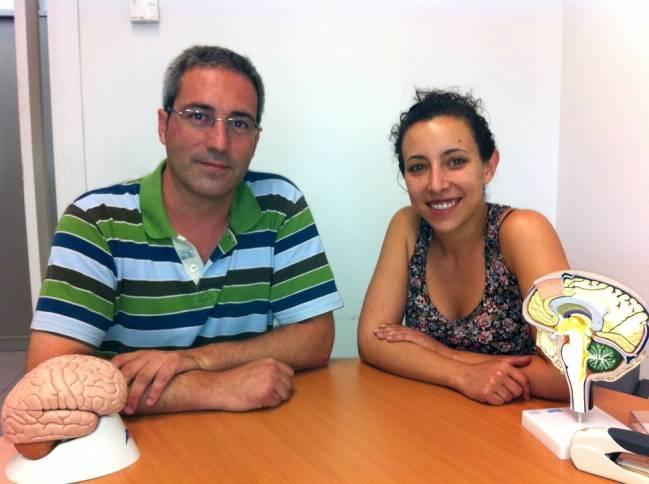 El profesor Bru Cormand y su colaboradora Cèlia Sintas, del Departamento de Genética, Microbiología y Estadística y el Instituto de Biomedicina de la Universidad de Barcelona (IBUB).