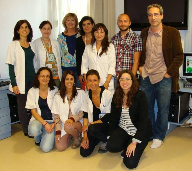 Una imagen del equip científico en el que participan los investigadores Bru Cormand, Claudio Toma, Amaia Hervás, Conchita Arenas y Alba Tristán, entre otros expertos.