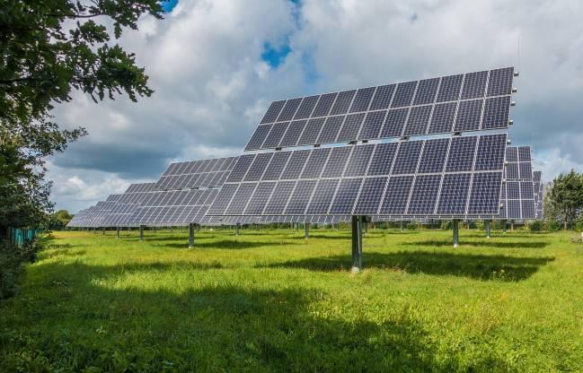 Debido a la infinita variedad de condiciones atmosféricas combinadas con distintas posiciones del sol, la optimización de los paneles fotovoltaicos es muy complicada.