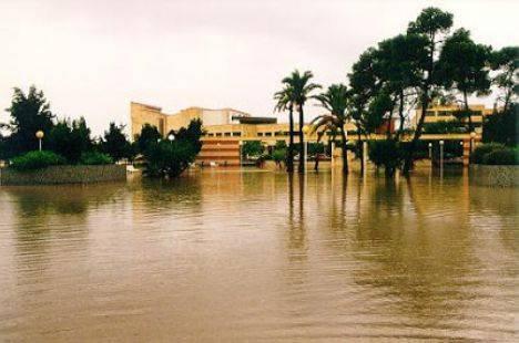 Inundación en el Campus de la Universidad de Alicante en octubre de 1982 (Archivo: Universidad de Alicante).