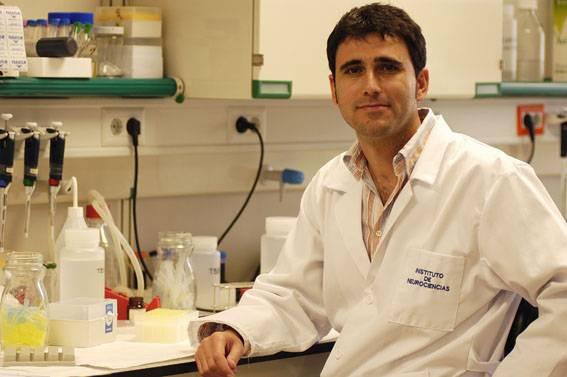 El investigador de la UMH Javier Sáez Valero.