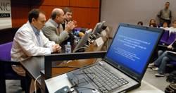 Momento de la rueda de prensa en el Hospital Clínic de Barcelona