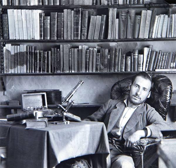 Ramón y Cajal, durante su etapa de estudiante en Zaragoza, se hizo este autorretrato (década de 1870). / Wikipedia.