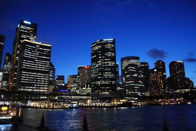 Centro de la ciudad de Sidney, un ejemplo de polución lumínica sobre ecosistemas costeros / Fundación Descubre