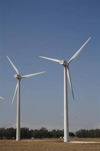 Molino de viento para producir energía. Fuente: INTEF