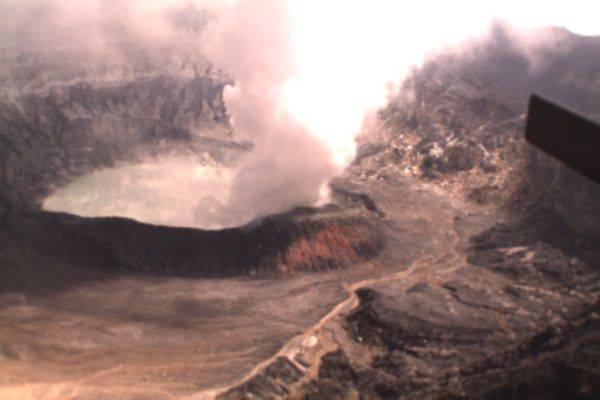 Imágen de la pluma y cráter capturada por el UAV. Fuente: Iván F. Mondragón.