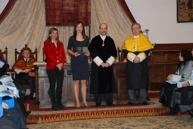 Premio entregado en un acto de la Universidad de Salamanca.