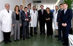 La Consellera de Salut Maria Geli y representantes de Siemens y del Hospital Clínic de Barcelona, momentos después de la presentación del acuerdo de colaboración.
