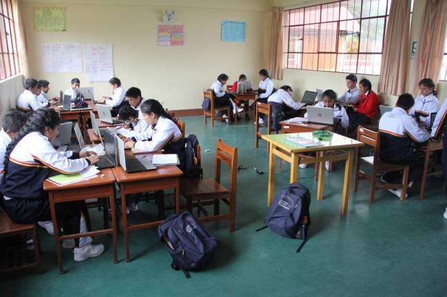 La hostilidad en el aula empuja al alumno a buscar reconocimiento en la red. / José Alva.
