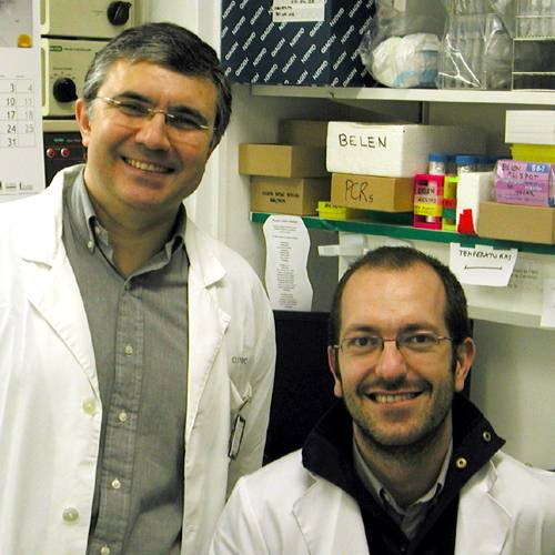 Los Doctores Francisco Lozano (de pie) y Jorge Vera.