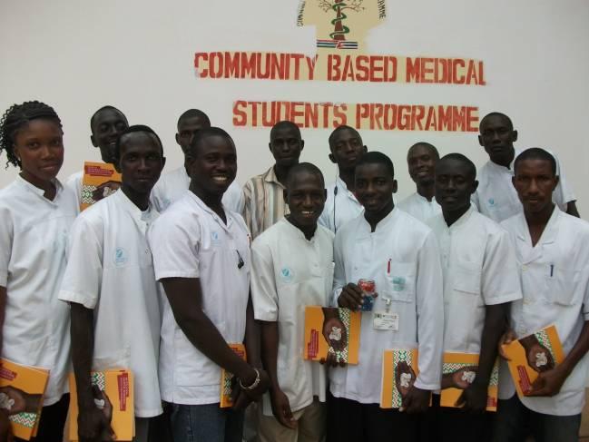 Estudiantes del Programa de Medicina Comunitaria en Gambia