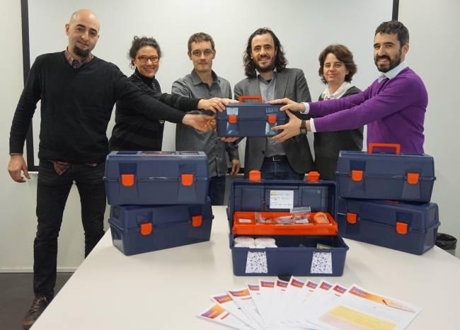 El equipo de NanoEduca entrega los primeros NanoKits al CESIRE de la Generalitat de Catalunya