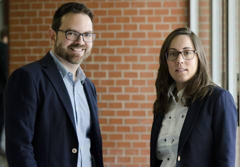 Los investigadores Paloma Ubeda y Luis Miller