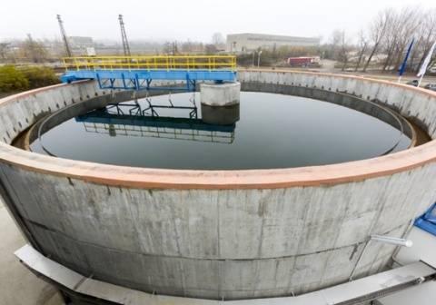 Las depuradoras de aguas residuales eliminan buena parte de los compuestos, pero no todos (Cylonphoto/Dollar Photo Club).