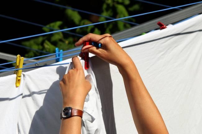 Las mujeres latinoamericanas que trabajan en el sector doméstico poseen una mayor tendencia a la discriminación social. / Fotolia