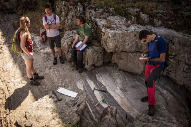 Muestras geológicas de Salamanca, Zamora, La Coruña y Portugal viajan decenas de miles de kilómetros por el mundo para averiguar la edad de las fracturas del terreno
