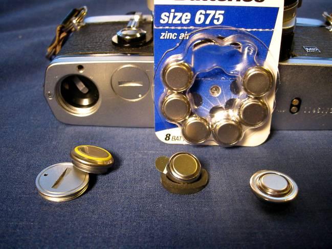 En el trabajo se estudiaron 64 pilas de botón de las cuatro tecnologías más comunes. / Voxphoto