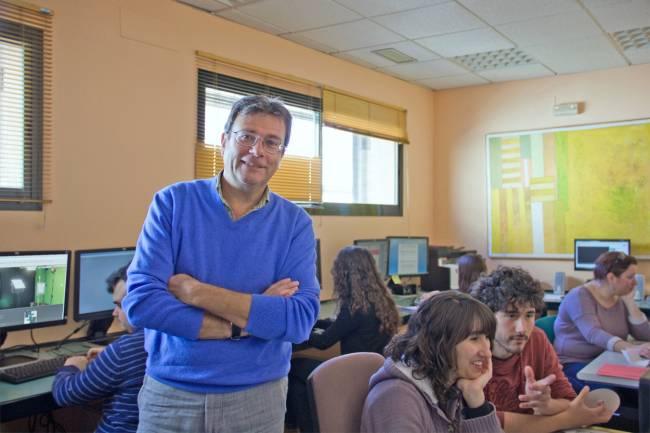 Julio Cabero, investigador principal del proyecto, en las instalaciones del Secretariado de Recursos Audiovisuales y Nuevas Tecnologías de la US