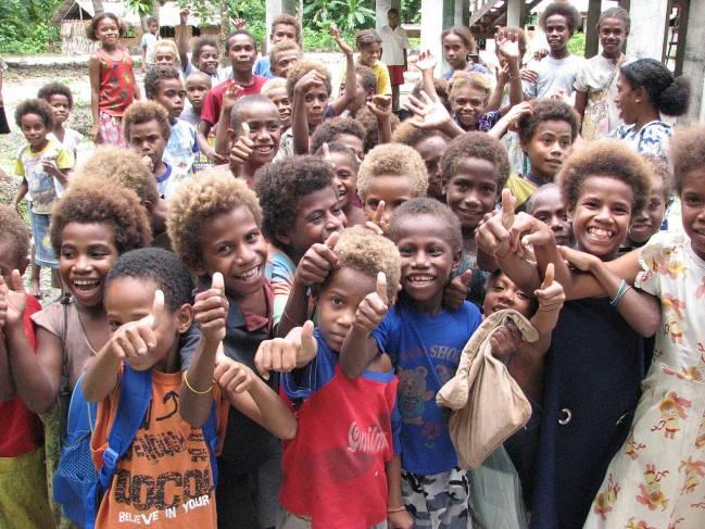 Grupo de niños melanesios. / Wikipedia