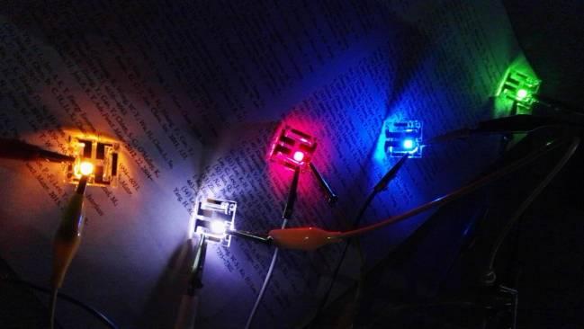 LED blancos con la combinación de puntos cuánticos de distintos colores.  Autor: UJI