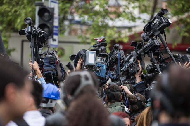 Rueda de prensa en la calle