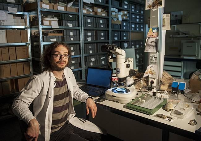 Alejandro Prieto en el laboratorio