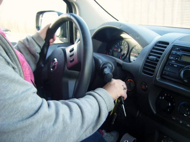 Según el estudio, las conductoras obesas corren aún más riesgo de morir que los hombres obesos. Imagen: Bradleygee.