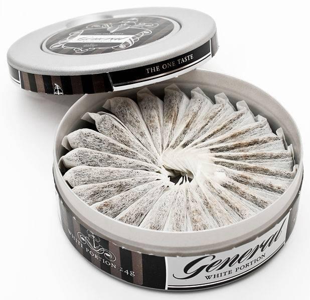 Caja de snus de la marca General, comercializado en Suecia.