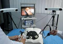 El uso de robots asistentes mejora la precisión en el manejo del instrumental. Además, si se emplea una adecuada comunicación entre el cirujano y el robot, se puede llegar a disminuir el tiempo en la intervención. /GRM