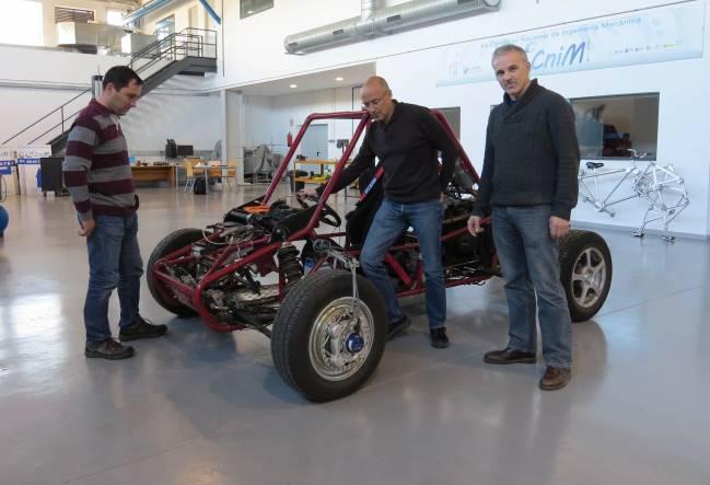 Pruebas en el taller del área de Ingeniería Mecánica de la Universidad de Málaga / Fundación Descubre