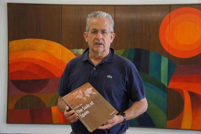 Un amplio grupo de expertos coordinados por un investigador del IRNASA publica una obra como contribución española al Año Internacional de los Suelos 2015