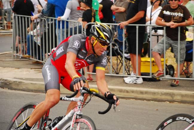 Lance Amstrong quien superó un cáncer de testículos. y ganó siete veces el Tour de Francia. Imagen: poweriPics