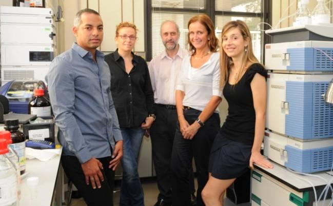 Los expertos Alexander Medina Remón, Olga Jáuregui, Isidre Casals Ribes, Rosa M. Lamuela y Anna Vallverdú Queralt de la UB.