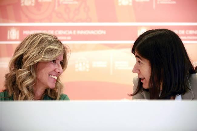 Cristina Garmendia, ministra de Ciencia e Innovación, y María Blasco, directora del CNIO