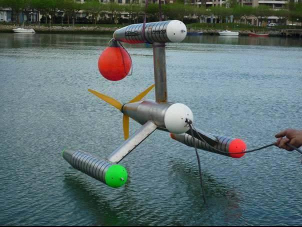 Modelo a escala del dispositivo GESMEY en pruebas de mar.