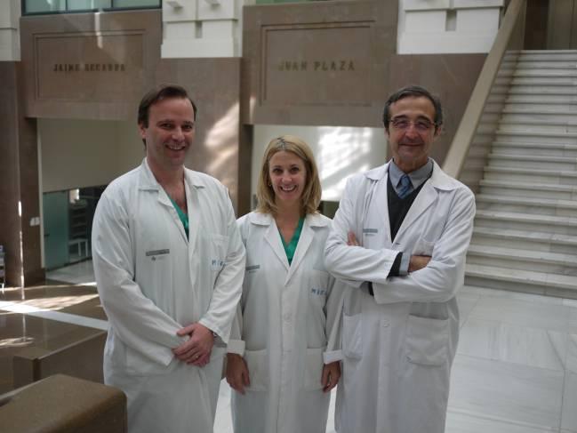 Los investigadores Carlos Ferrando, Marina Soro y Francisco Javier Belda en la Universitat de València. UV.