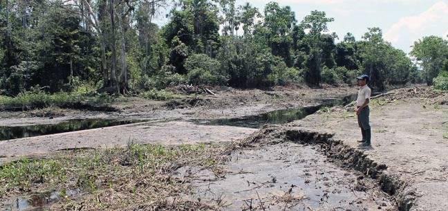 Río de Cuninico (Loreto, Perú) un año después del derrame de petróleo del oleoducto Norperuano. Diciembre, 2015. Autora: Cristina O'Callaghan Gordo/ISGlobal