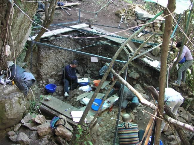 Excavaciones en La Güelga / Jesús F. Jordá.