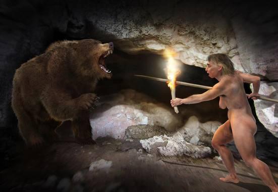 Recreación artística de una mujer neandertal y un oso. / José Antonio Peñas-Sinc.