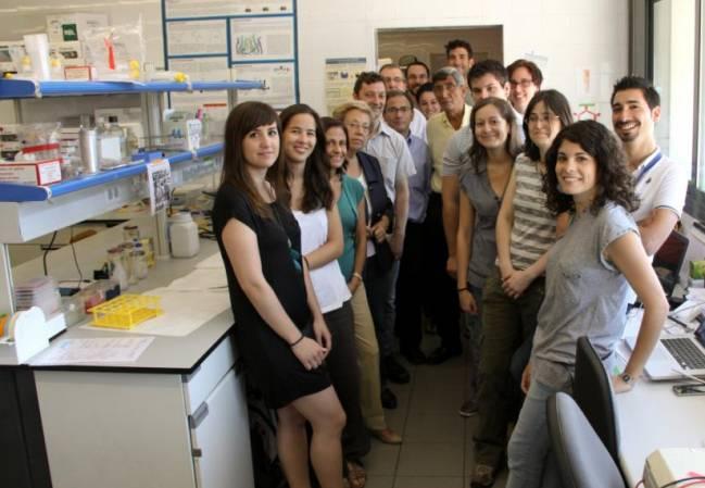 Una imagen del equipo investigador en la Facultad de Biología de la UB