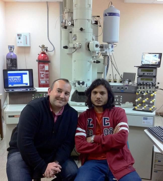 El estudiante de doctorado de nacionalidad hindú, Daniel Carvalho, y su supervisor, el profesor Francisco M. Morales.