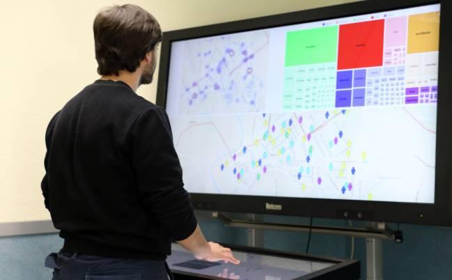 Mesa inteligente para manejera sistema multidispositivo.