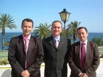 Ruperto Bermejo, en el centro, con dos integrantes de su equipo de investigación
