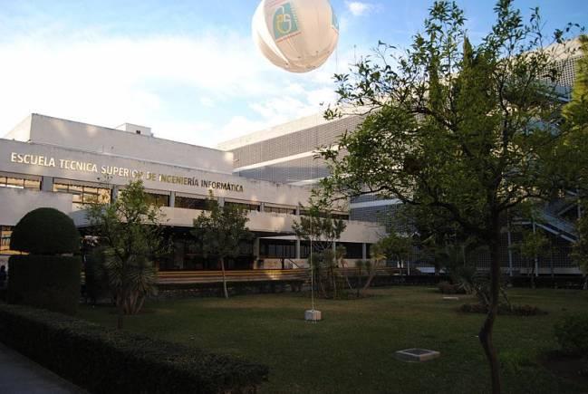 Fachada de E.T.S.I.Informática de la Universidad de Sevilla. / Wikipedia