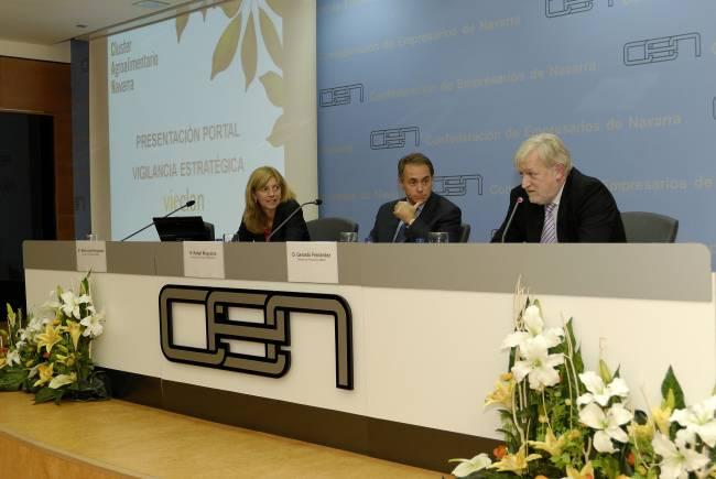 Mª José Fernandez, Directora de Proyectos ANAIN; Gerardo Fernández, Director de Proyectos ANAIN y Rafael Muguerza, Director del Servicio de Innovación del Gobierno de Navarra