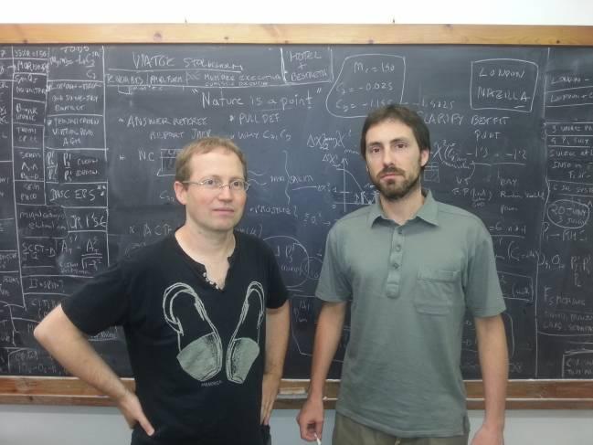 Los investigadores Joaquim Matías (izquierda) y Javier Virto en la UAB